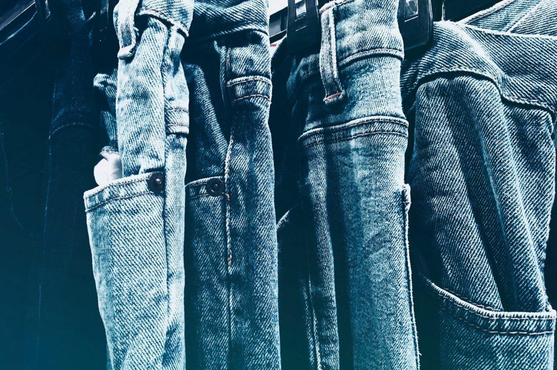 Ripped-jeans-DIY-gør-det-selv-cowboybukser