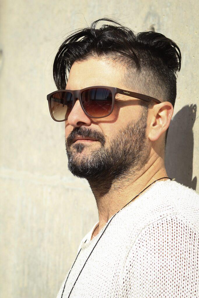 kort-trimmet-hårfriurer-med-skæg